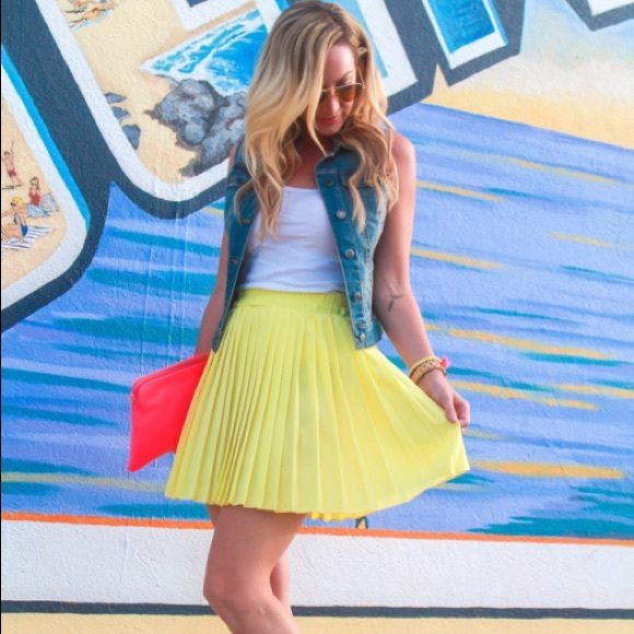Dresses & Skirts - Yellow pleated mini skirt